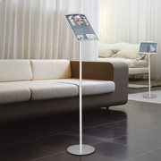 floor display with height-adjustable telescopic bar set swift & pixquick